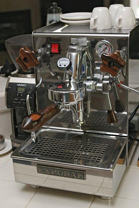 Crema enhancing espresso machine